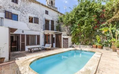 Town house with pool for sale in Pollensa, Mallorca