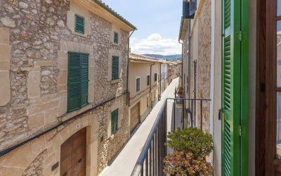 Traditional townhouse for sale in the town of Pollensa, Mallorca