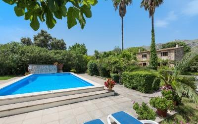 Rustic villa with touristic holiday license for sale in Pollensa, Mallorca