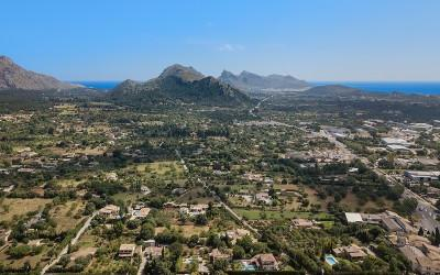 Rustic finca within walking distance from town for sale in Pollensa, Mallorca
