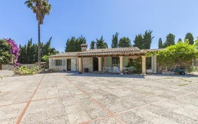 Countryside villa with views for sale in Pollensa, Mallorca