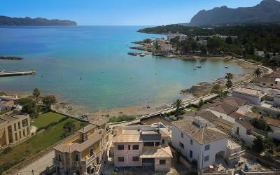 Seafront villa project with ETV license for sale in Alcudia, Mallorca