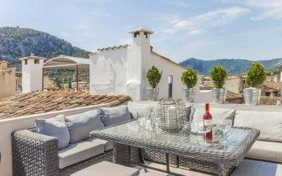 Town house with pool for sale near the famous Calvario steps in Pollensa, Mallorca