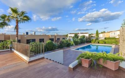 Luxury frontline terraced house for sale in Llucmajor, Mallorca