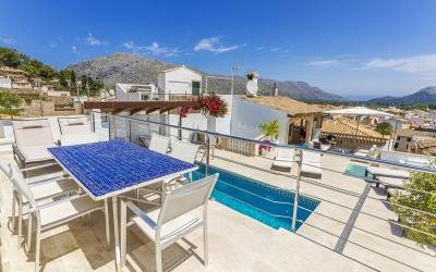 Stunning town house with rooftop pool and garage for sale in Pollensa, Mallorca