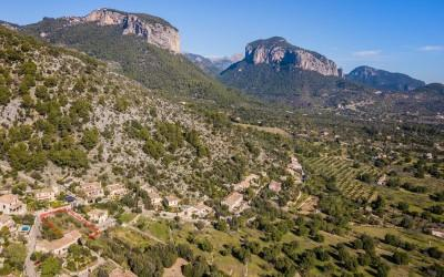 Double plot with amazing valley views for sale in Alaró, Mallorca