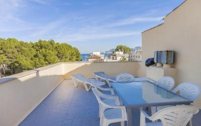 Cosy apartment with sea views and roof terrace for sale in Puerto Pollensa, Mallorca