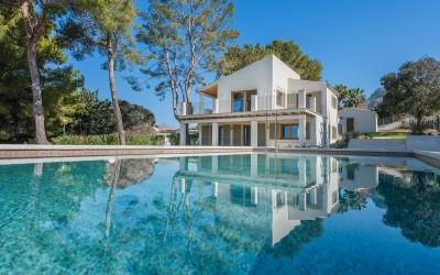 Contemporary villa with sea views for sale in Bon Aire, Alcúdia, Mallorca
