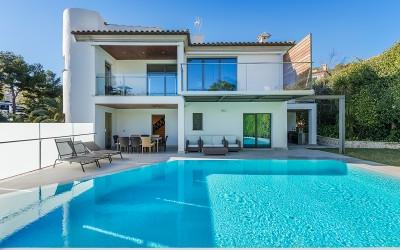 Stunning villa for sale near the golf course in Alcanada, Alcúdia, Mallorca