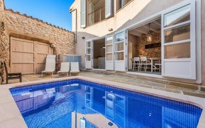 Fantastic town house with pool for sale in Pollensa, Mallorca