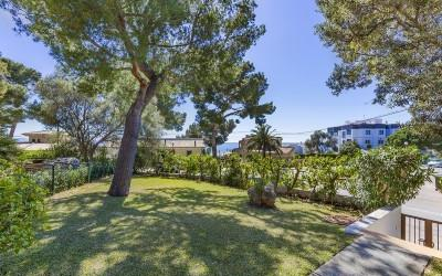 Semi-detached house in an exclusive location for sale in Alcanada, Alcúdia, Mallorca