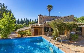 Charming villa in a quiet location for sale in Pollensa, Mallorca