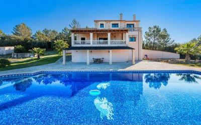 Charming country villa with pool for sale near Llubi, Mallorca