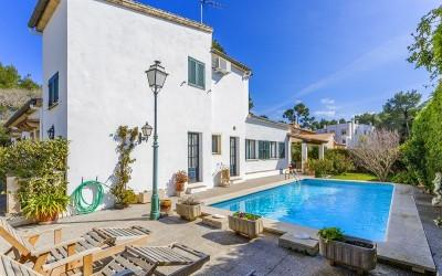 Detached villa with indepedent apartment and pool for sale in Puerto Pollensa, Mallorca