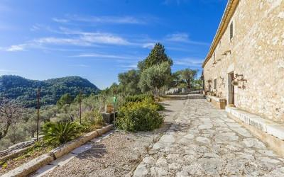 Rustic finca with huge plot for sale in Mancor de la Vall, Mallorca