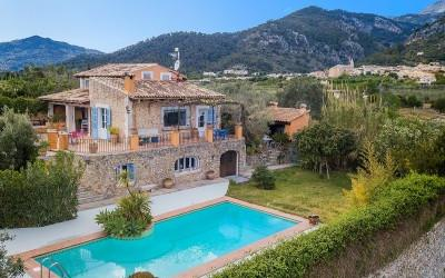 Charming finca with rental licence for sale in Selva, Mallorca