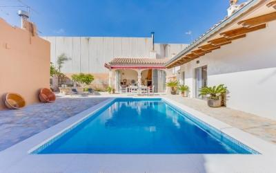 Unique property with holiday rental license for sale in Sa Pobla, Mallorca