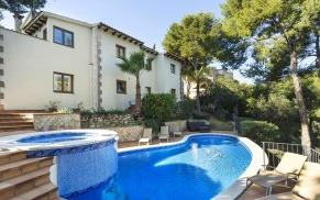 Family villa with pool for sale in Costa d´en Blanes, Mallorca