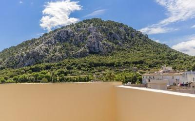 Centrally located three bedroom apartment for sale in Pollensa, Mallorca
