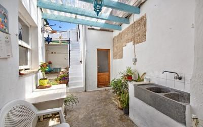 Town house with great interiors and loads of potential to renovate for sale in Pollensa, Mallorca