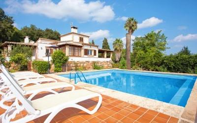 Mallorcan villa with tourist license for sale near Sa Pobla, Mallorca