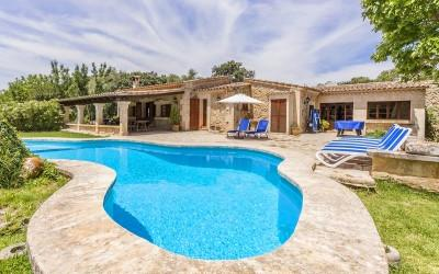 Lovely stone-faced country house for sale near Pollensa, Mallorca