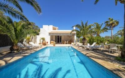 Attractive villa for sale, close to the sea, in Cala d´Or, Mallorca