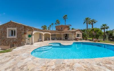 Country oasis for sale close to the town of Santa Maria del Camí, Mallorca