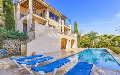 Holiday rental villa with sea views for sale in Gotmar, Puerto Pollensa, Mallorca