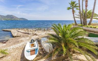 Mallorca frontline house to reform with sea access for sale in on the east coast