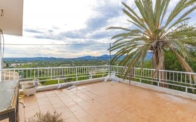 Large Mallorcan town house with countryside views for sale in Campanet, Mallorca