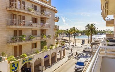 Second floor apartment just moments from the beach for sale in Puerto Alcudia, Mallorca