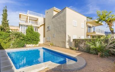 Well situated apartment with community pool for sale in Puerto Pollensa, Mallorca
