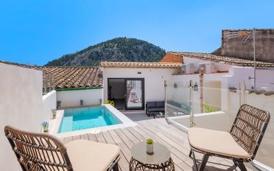 Completely reformed town house with pool for sale in the old town of Pollensa, Mallorca