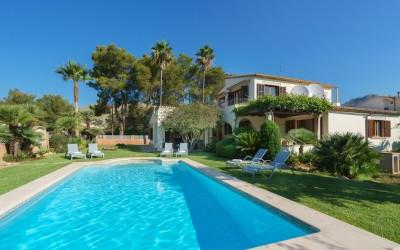 Charming Spanish villa with holiday rental license for sale in Gotmar, Puerto Pollensa, Mallorca