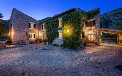Unique and authentic country estate for sale in Selva, Mallorca