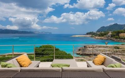 Villa for sale on the seafront in the north of Mallorca