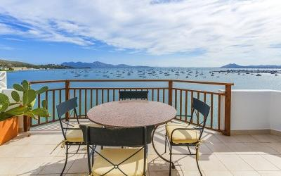 Frontline sea view apartment for sale in the best area of Puerto Pollensa, Mallorca