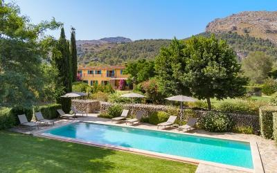 Picturesque finca with holiday rental license for sale near Pollensa, Mallorca