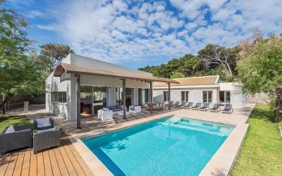 Stunning frontline villa with ETV license for sale in Pollensa, Mallorca