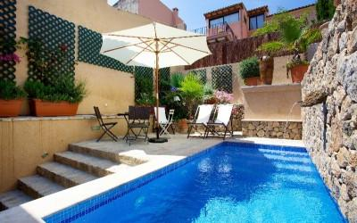 Charming town house with pool for sale in Pollensa, Mallorca