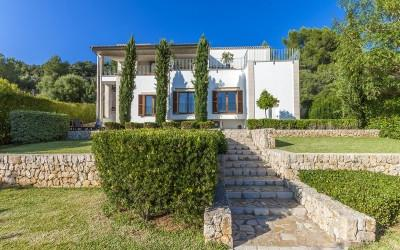 Modern luxury villa with stunning views on the Golf course in Pollensa, Mallorca