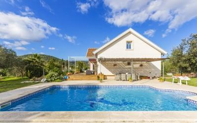 Superbly priced detached villa with private pool for sale in the north of Mallorca