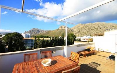 Brand new, modern penthouse apartment situated just at the back of the hotel Illa D´Or, 50m from the sandy beach and the famous Pinewalk.
