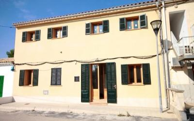 Attractive townhouse near the sea for sale, mountain and sea views, quiet location, Alcudia
