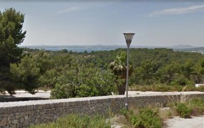 Building plot within beautiful Mediterranean landscape and all offering impressive sea views