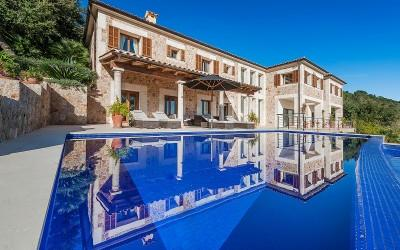 Amazing villa with rental license in an exclusive area for sale in Pollensa, Mallorca