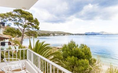 Frontline apartment on Pinewalk for sale in Puerto Pollensa, Mallorca