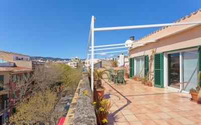 Apartment with a great top terrace for sale in Santa Catalina, Mallorca