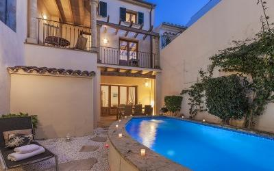 Beautifully renovated town house in Pollensa with pool and separate guest house
